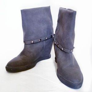 a00cae24f37f4 Jennifer Lopez Shoes - Jennifer Lopez sz 8.5 Rheena boots gray new wedge